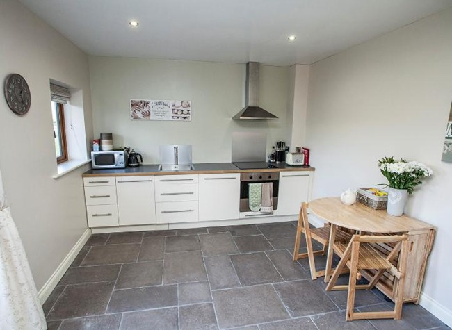 Self-catering family apartment near bristol airport