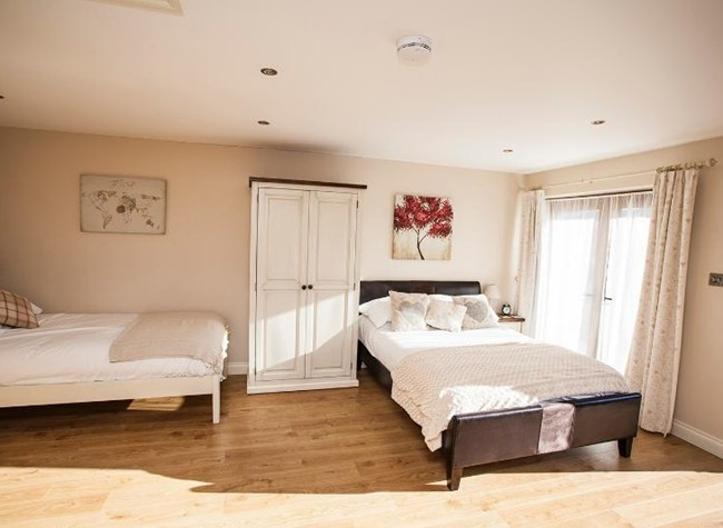 Ensuite family room near Bristol Airport