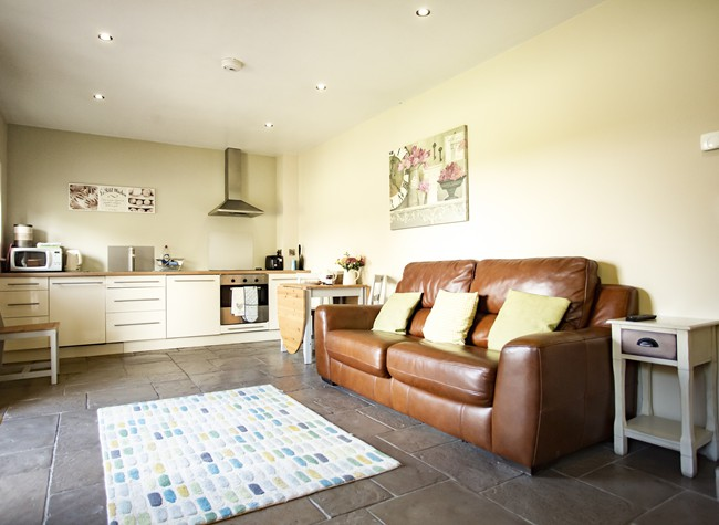 2 bedroom self-catering apartment in Redhill near Bristol Aiport